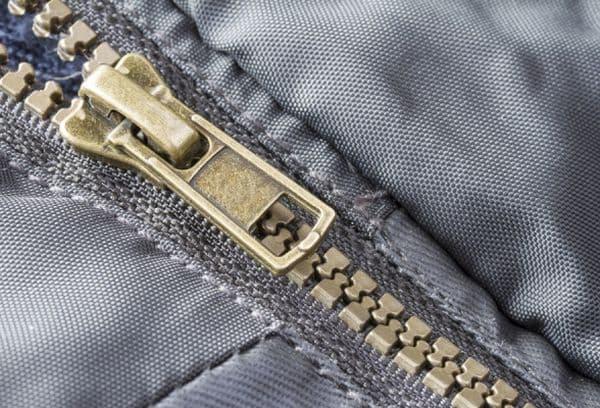 пластиковая молния куртки