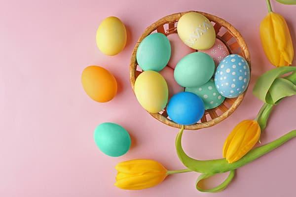 Пасхальные яйца с узором из сахарной глазури