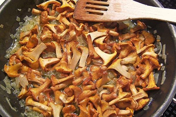 Жарка грибов с луком