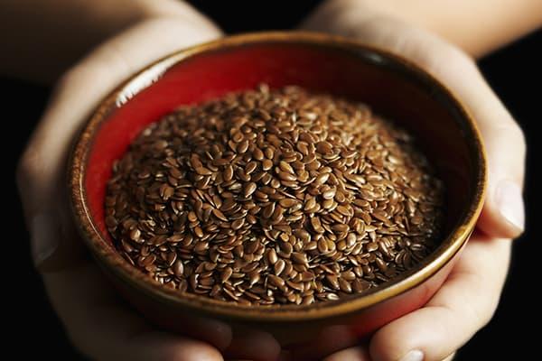 Пиала с семенами льна