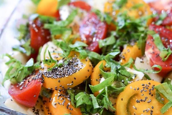 Салат с семенами чиа