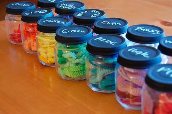 Цветные резинки в баночках от детского питания