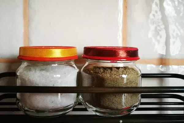 Баночки с солью и перцем
