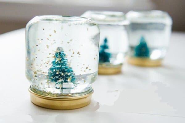 Снежные сувениры из баночек от детского питания