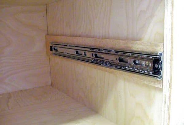 Как вытащить ящик из современного кухонного гарнитура