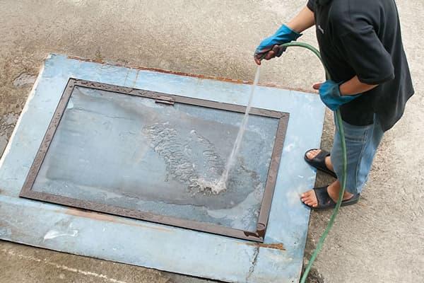 Мытье москитной сетки из шланга