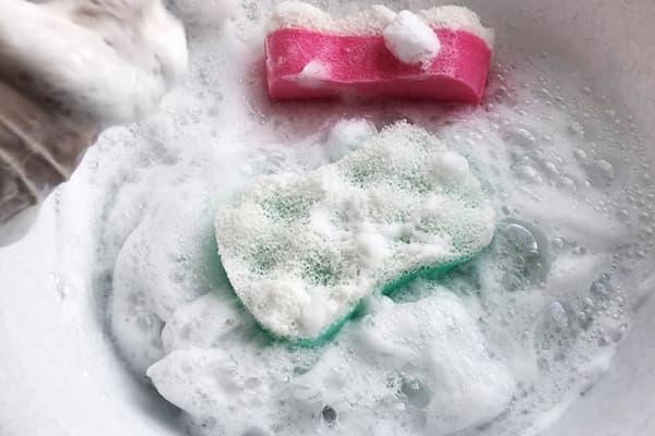 Губки в мыльной пене