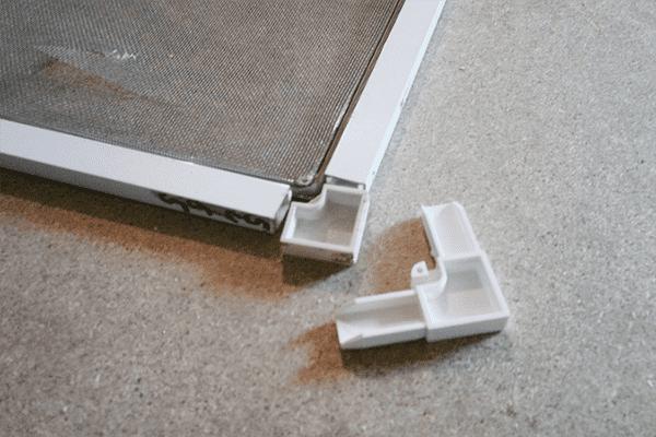 Уголок для каркаса москитной сетки