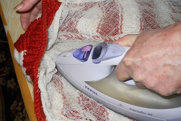 Глажка свитера через марлю