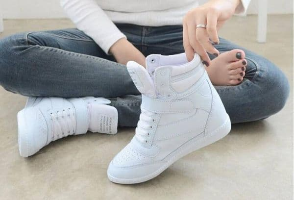 How to clean and whiten white sneakers with toothpaste: instructions