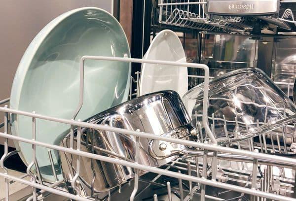 Кастрюли в посудомойке