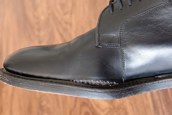 Расклеились туфли