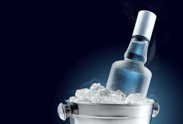 бутылка в ведре со льдом