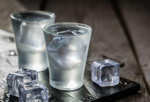 стаканы с водкой