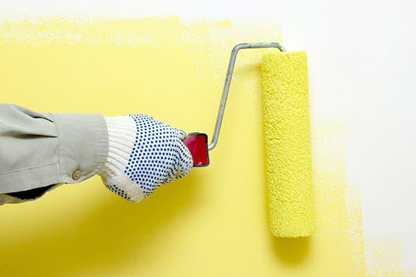 Покраска стены латексной краской
