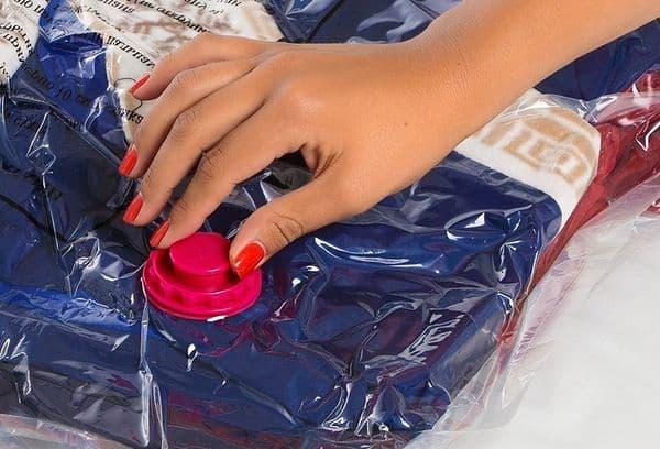 Зимние вещи в вакуумном пакете