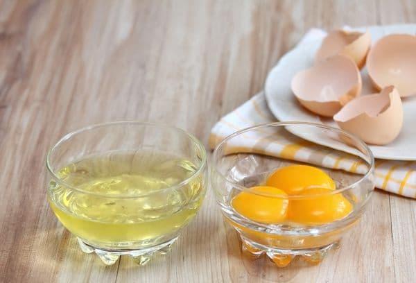 Разделенные желтки от белков