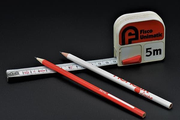 Рулетка и карандаши