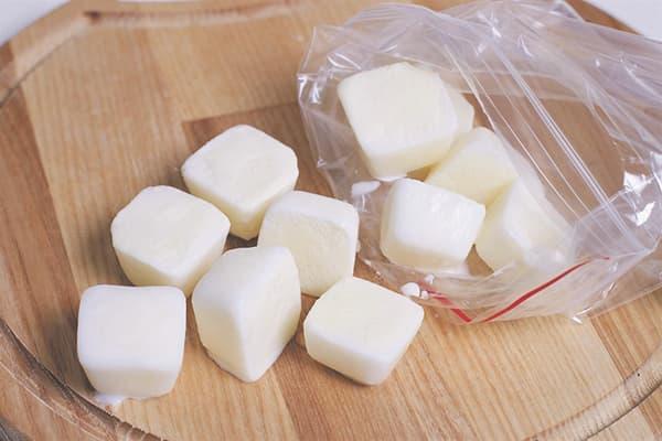Замороженное в формочках молоко