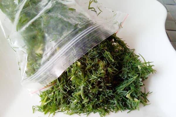 Нарезанная зелень в зип-пакете