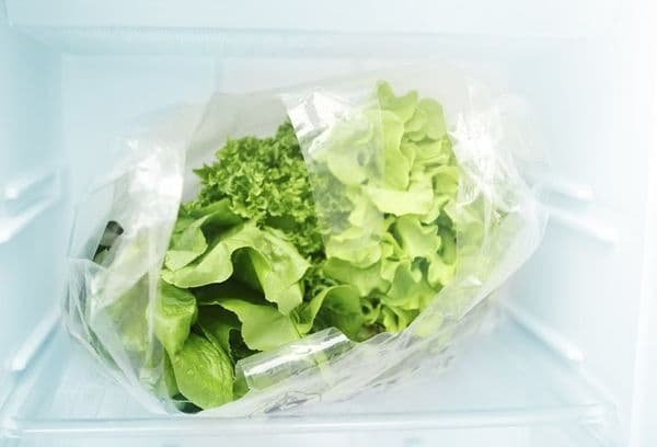 Салатные листья в морозилке