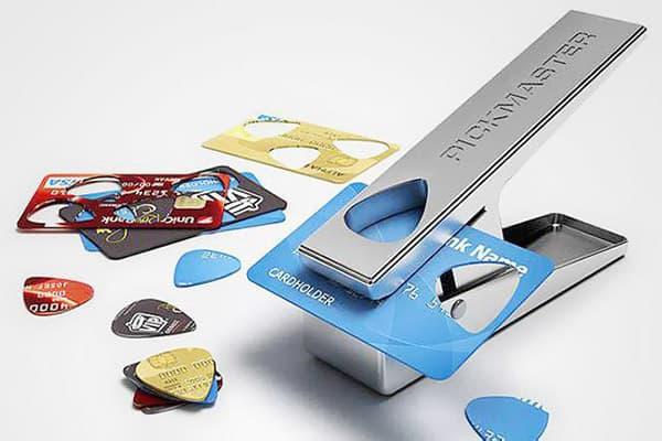 Инструмент для вырезания медиаторов из пластика