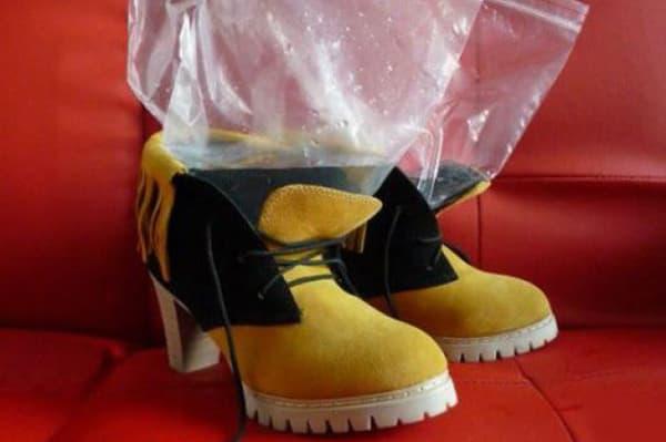 Растяжение обуви пакетами с водой