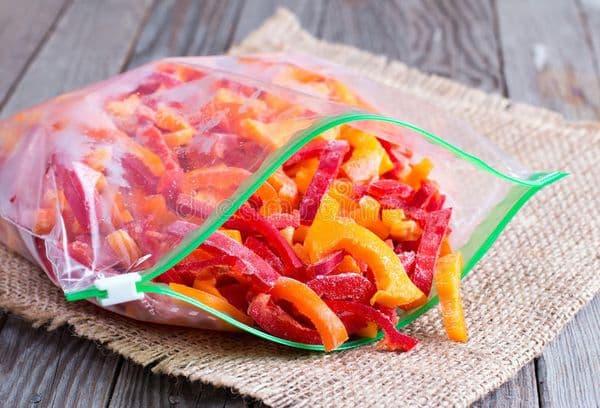 Заороженные нарезанные перцы в пакете