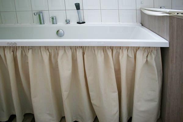 Шторка под ванной
