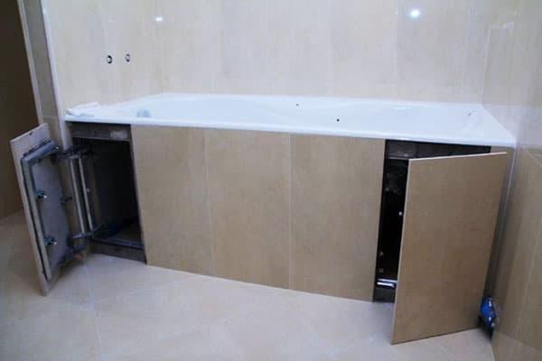 Экран с распашными дверцами под ванной