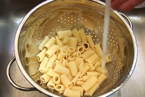 Промывание макарон