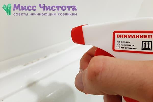 Удаление грибка в ванной специальным средством