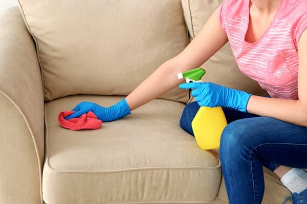 Чистка обивки дивана