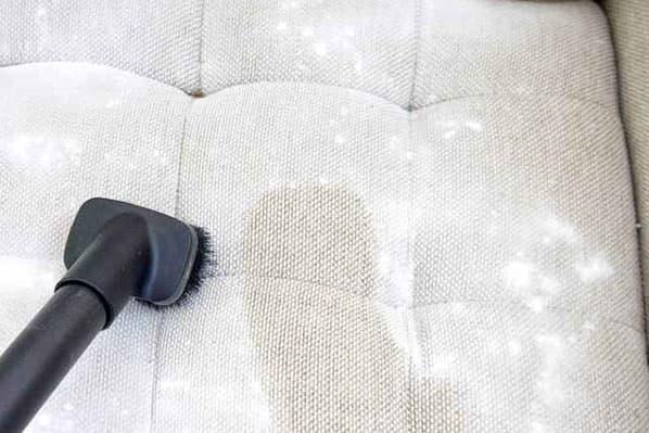 Чистка дивана содой и пылесосом