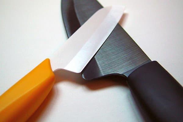 Керамический и стальной нож