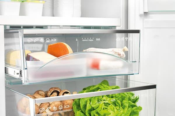 Выдвижные контейнеры в холодильнике