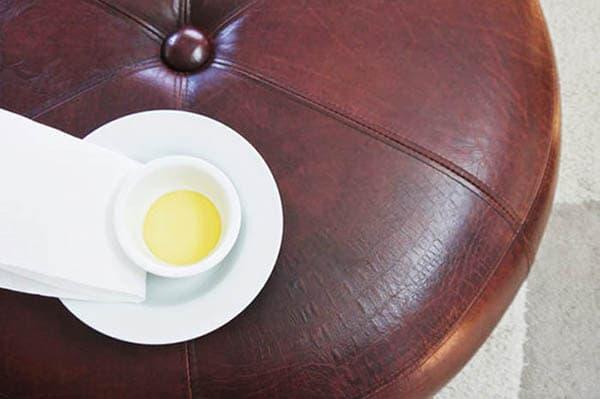 Масло для ухода за кожаной мебелью