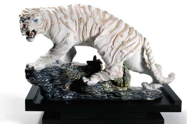 Статуэтка - белый тигр