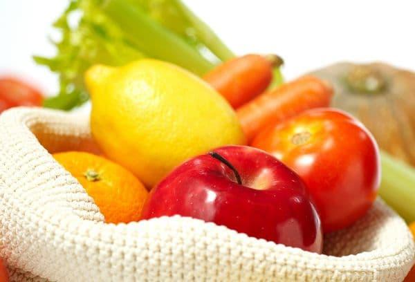 Пакет с овощами и фруктами