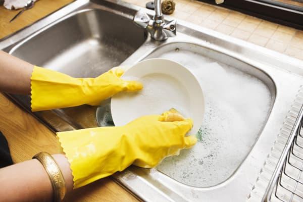 Мытье посуды после замачивания