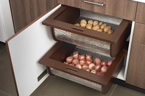 Ящики для овощей в кухонном шкафчике