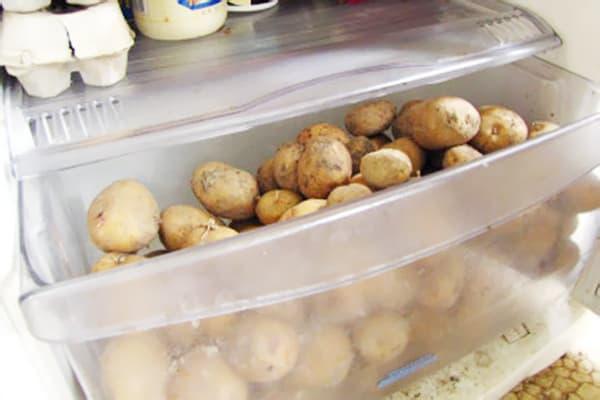 Картофель в холодильнике