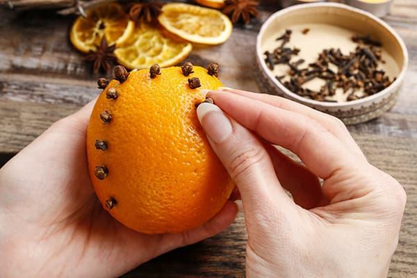 Ароматизатор из апельсина и гвоздики