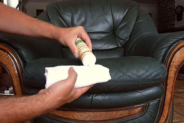 Уход за кожаным креслом