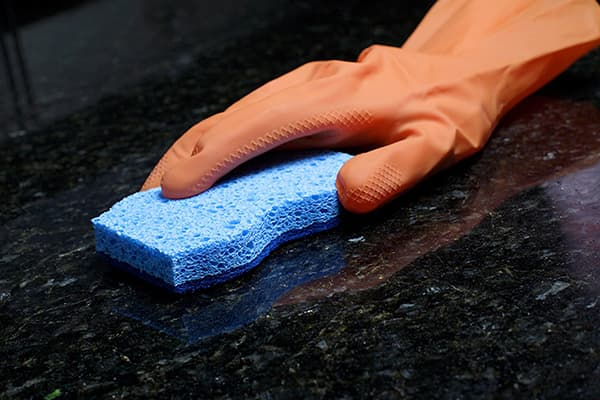 Мытье кухонной столешницы