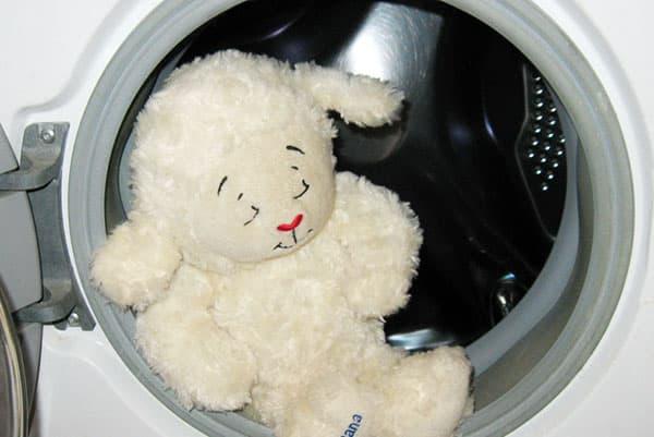 Мягкая игрушка в стиральной машине