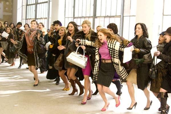 Женщины бегуна распродажут