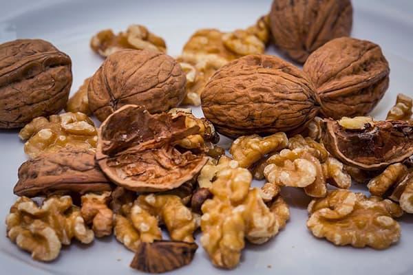 Колотые грецкие орехи