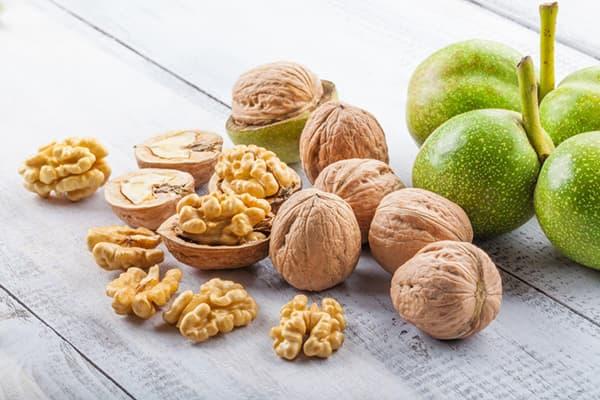 Свежие грецкие орехи
