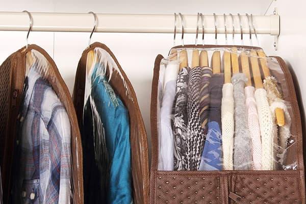 Хранение одежды в чехлах